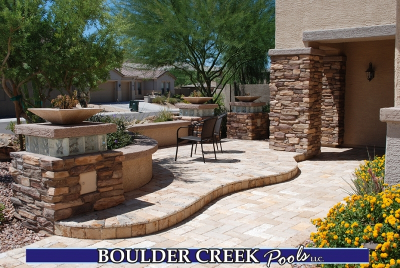 Outdoor living spaces boulder creek pools and spas for Courtyard designs with spa